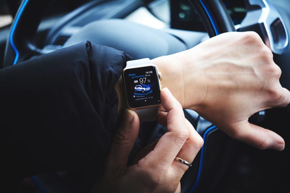 consumer smart phone spanish car AI